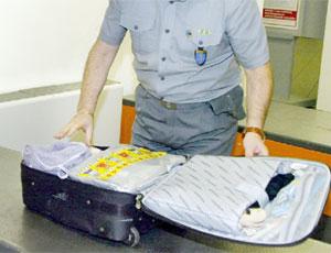 Come preparare il bagaglio a mano per i viaggi in aereo - Bagaglio a mano easyjet cosa si puo portare ...