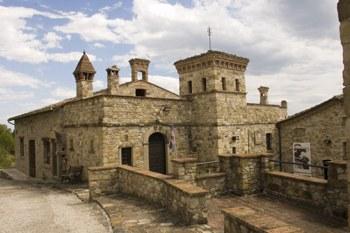 La casa del tibet a votigno for Piani di casa castello medievale